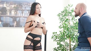 Sizzling Thai babe Mai Thai gives a sensual blowjob in front a rough anal sex