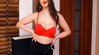Brunette Babe Sexy And Enormous Show